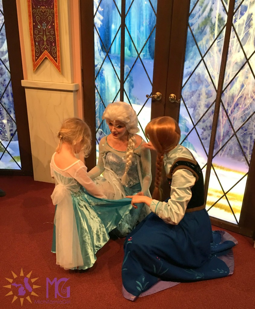 meeting anna and elsa at disneyland